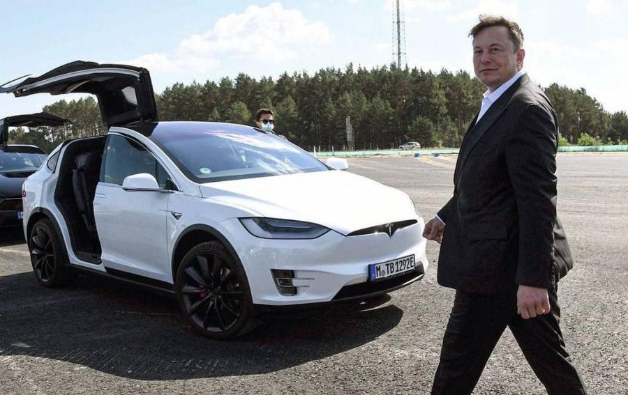 Προβληματισμός Musk για την έλλειψη ημιαγωγών στην αγορά - Αργεί η κυκλοφορία του Tesla Roadster