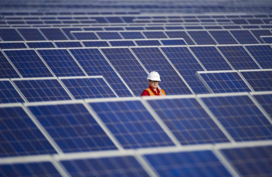 Σε τροχιά υλοποίησης μικρά φωτοβολταϊκά 350 MW με «παράκαμψη» του δικτύου διανομής