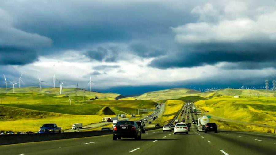 Το ηλεκτρικό «ιδεατό» της Καλιφόρνιας: Οκτώ εκατομμύρια EV μέχρι το 2030 χωρίς να «σπάσει» το ηλ. δίκτυο